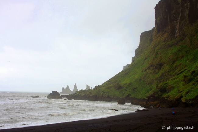 Beach of Vik (� P. Gatta)