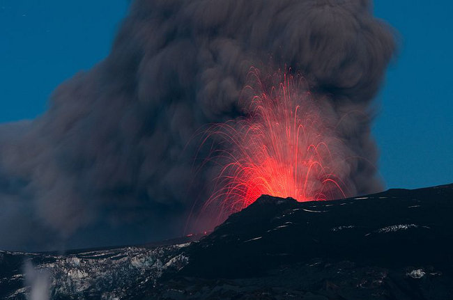 Les eruptions du volcan Eyjafjallaj�kull en 2010 (Wikimedia, Creative Commons Attribution 1)