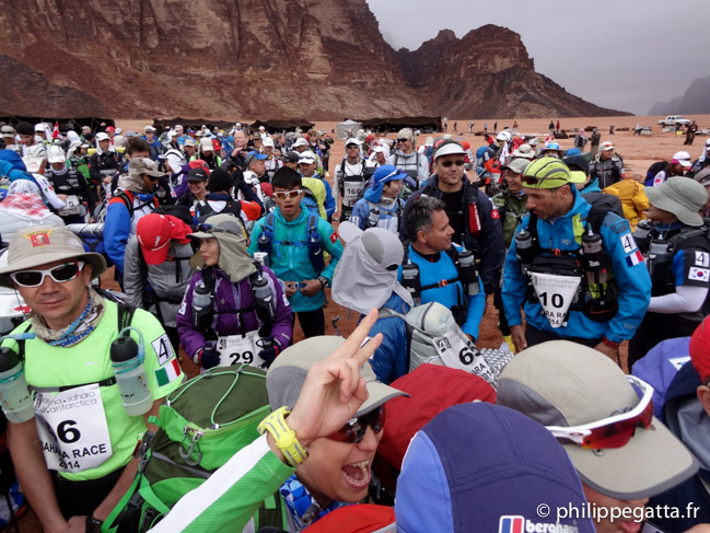 Start of the stage 1 of Sahara Race (© P. Gatta)