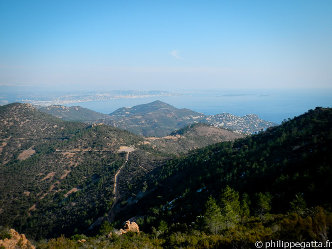 View over Cannes from Pic de l'Ours (© Philippe Gatta)