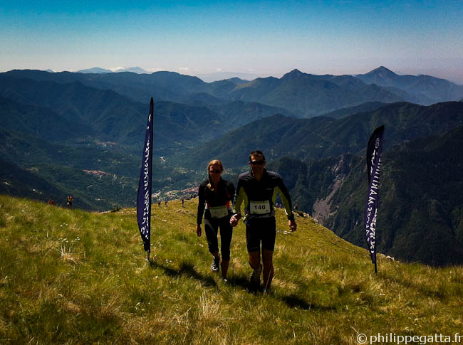 Anna and Philippe at the finish line of Km Vertical (© P. Crahes)