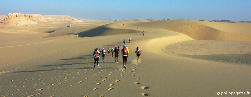 Sahara Race: 250 km running race in Egypt (� P. Gatta)