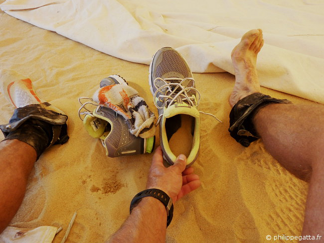 Shoes full of sand after each stage (� P. Gatta)