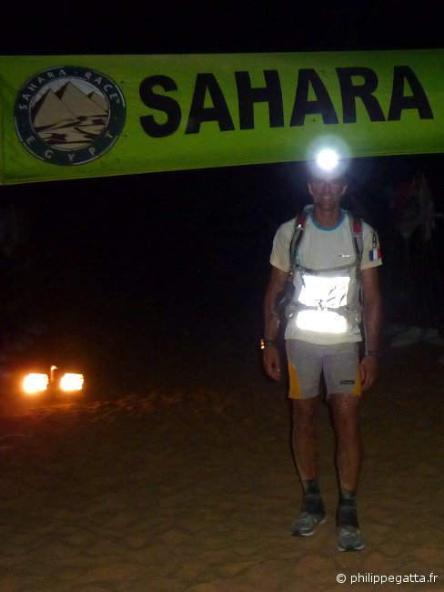 Sahara race: finish line of stage 5 (� P. Gatta)
