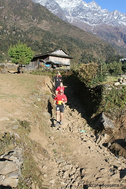 Footing at Lukla before the start of the race (� P. Gatta)
