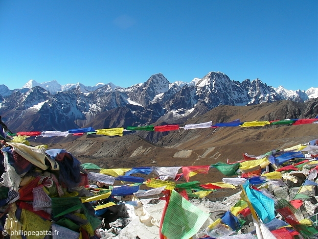 Looking toward the West from the Cho La (5330 m) (� P. Gatta)