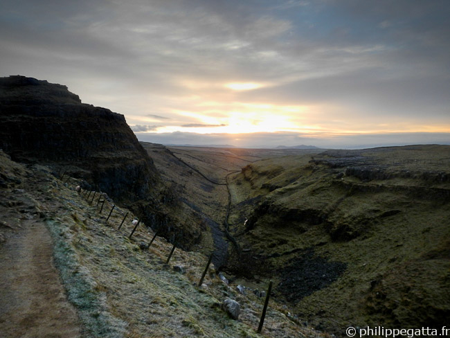 Spine: sunrise from Malham Cove (� P. Gatta)