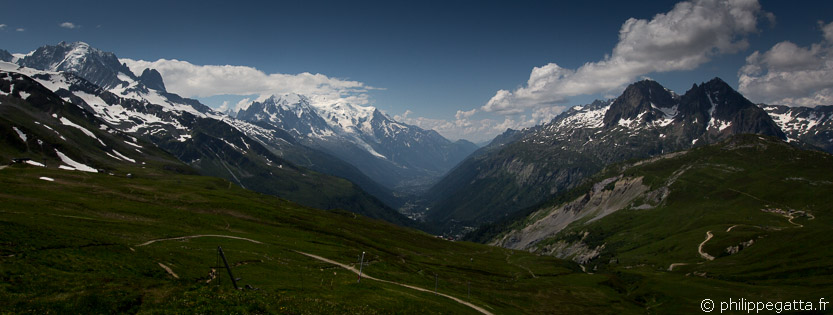 TMB: view over the Chamonix valley from Col de Balme (© P. Gatta)