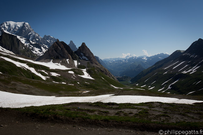 TMB: view from Col de la Seigne, Mont Blanc on the left (© P. Gatta)