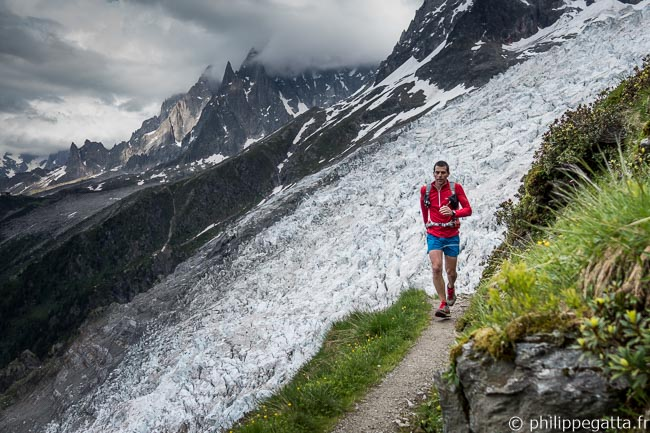 Philippe close to Mont Corbeau with Bossons glacier behind (© A. Gatta)