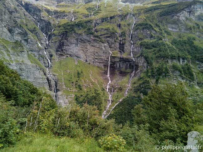 Waterfalls coming from Grand Mont Ruan (© P. Gatta)