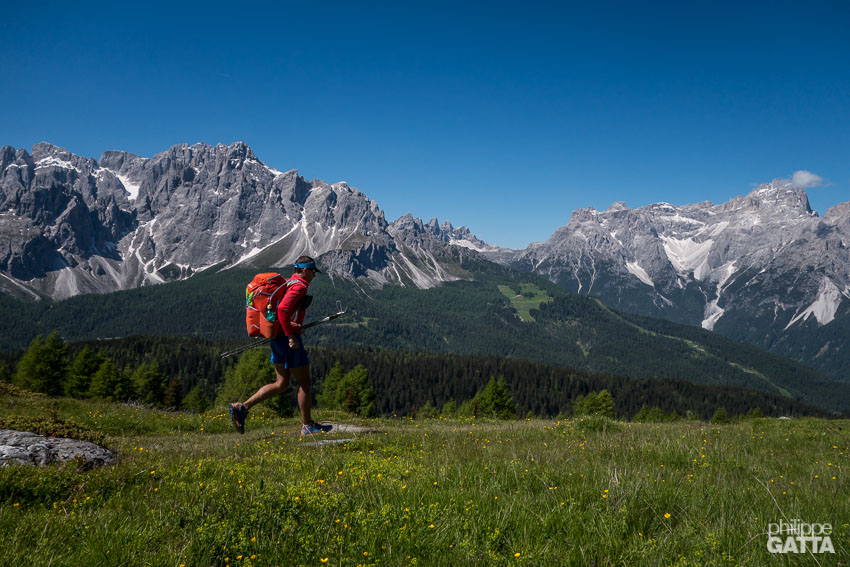 Lower trail between Filmoorhütte and Moos, Austria. The Dolomites in the background (© A. Gatta)
