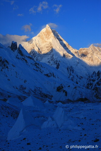 Sunrise on Masherbrum seen from Goro 2 (Photo © P. Gatta)