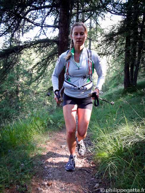 Anna in the first forest toward Rabuons lake (© Philippe Gatta)