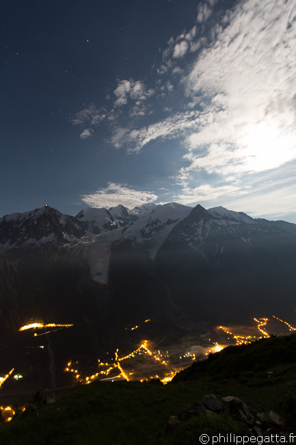 Mont Blanc and Chamonix by night from Refuge Bellachat (© P. Gatta)
